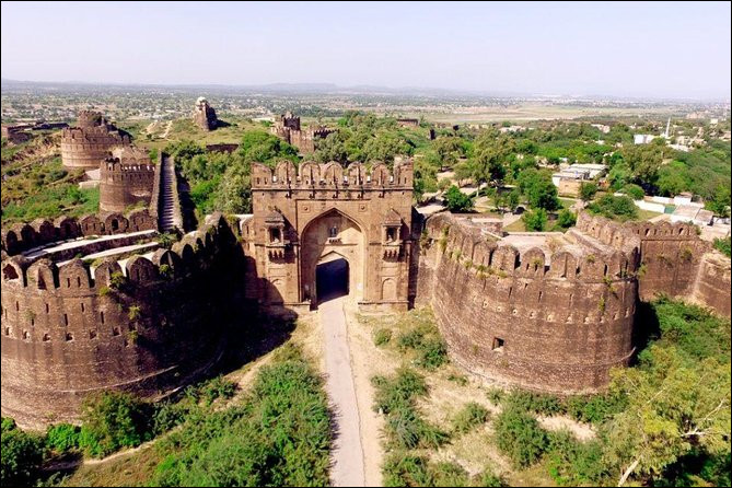 Bienvenue ! Commençons avec le Pakistan ! Comment s'appelle ce fort, inscrit au patrimoine mondial ?
