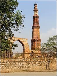 Complétez maintenant le nom de ce minaret, le plus haut qui soit visible en Inde : le minaret...