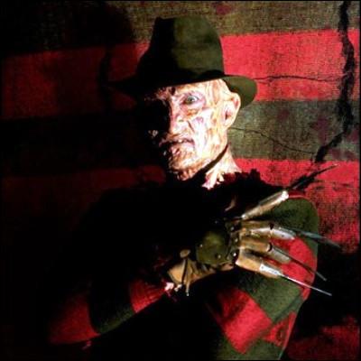 """Quel acteur fétiche de Tim Burton a débuté au cinéma dans le film d'horreur """"Les Griffes de la nuit"""" ?"""