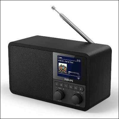 Quelle station de radio française, créée en 1975, est diffusée dans une quinzaine de langues différentes ?