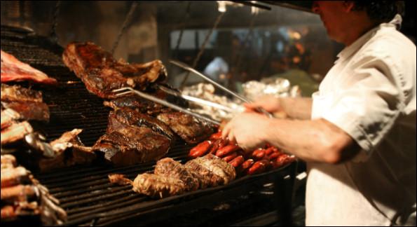 Attablé dans un restaurant argentin avec tes amis, le serveur demande ce que tu vas prendre. Qu'est-ce que tu choisis ?