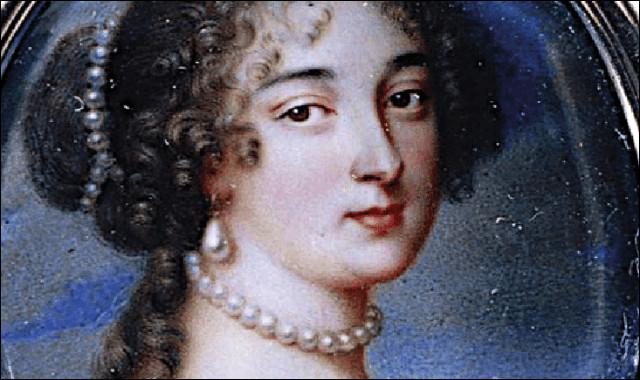 Elle fut d'abord la gouvernante des enfants bâtards de Louis XIV, avant de devenir sa maîtresse et finir par l'épouser secrètement !