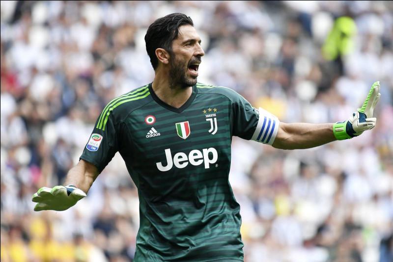 Avant de rejoindre la Juventus en 2001, dans quel club jouait Gianluigi Buffon ?