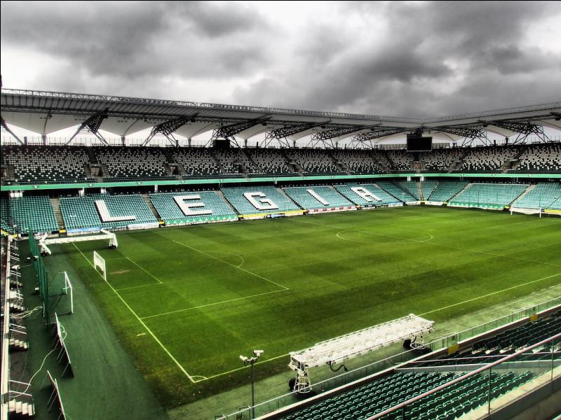Dans quel pays sommes-nous si on assiste à la rencontre Legia Varsovie / Lech Poznań ?