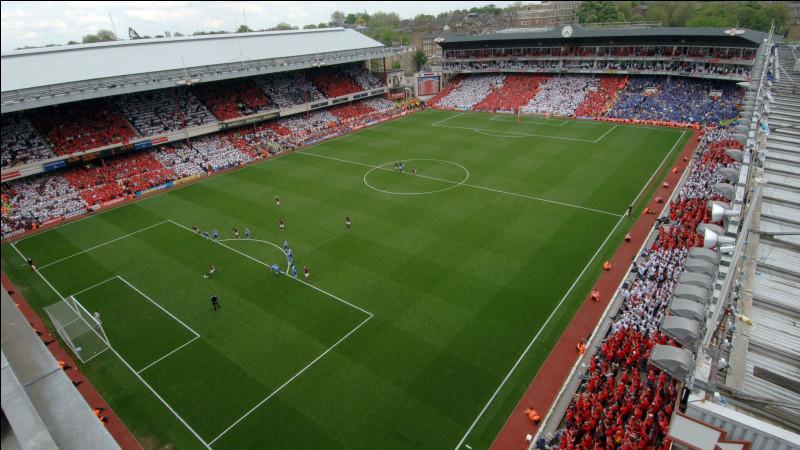 Avant de s'installer à l'Emirates Stadium, dans quel stade jouait Arsenal ?