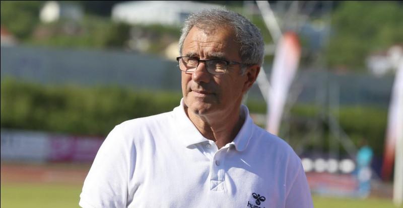 Avant l'arrivée de Thierry Laurey, qui entraînait le Racing Club de Strasbourg ?