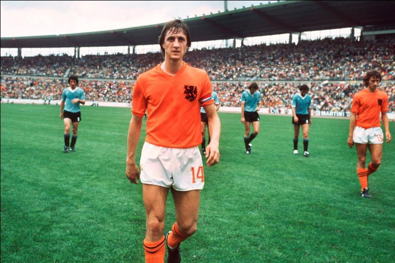Dans quel club Johan Cruyff a-t-il démarré sa carrière professionnelle ?