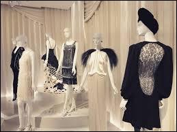 Quel musée parisien, situé dans le XVIe arrondissement de Paris, ouvert en 2017, retrace la vie et expose l'œuvre de l'un des plus grands couturiers français, dans le lieu historique de son ancienne maison de couture ?