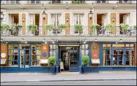 Quel est le nom du plus vieux café de Paris aujourd'hui café-restaurant), qui a ouvert ses portes en 1686 et a accueilli des clients aux noms prestigieux tels que Voltaire, Montesquieu, Rousseau, Diderot mais aussi Robespierre, Danton, Marat... sans oublier Paul Verlaine, Victor Hugo, Alfred de Musset et George Sand, et même Napoléon ?