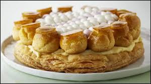 Comment s'appelle cette fameuse pâtisserie parisienne inventée par Auguste Jullien vers 1850, composée d'une pâte feuilletée surmontée de petits choux garnis de crème Chiboust, un mélange de meringue et de crème pâtissière ?