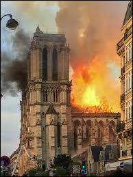 Quand a eu lieu le dramatique incendie qui a gravement endommagé la cathédrale Notre-Dame de Paris ?