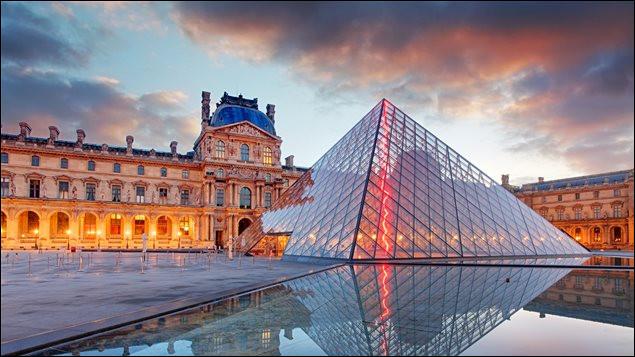 Qu'était le Louvre vers 1190, lorsqu'il a été construit sur une décision de Philippe Auguste (septième roi de la dynastie des Capétiens) ?