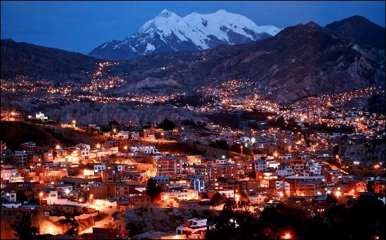 Atteignant une population de 2,3 millions d'habitants, La Paz est la capitale administrative d'un pays américain. Mais de quel pays s'agit-il ?