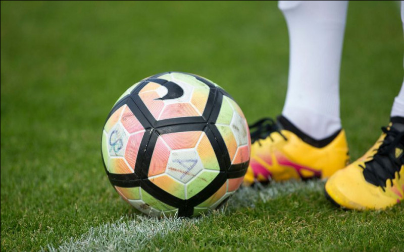 Football : qu'est-ce qu'un petit pont ?