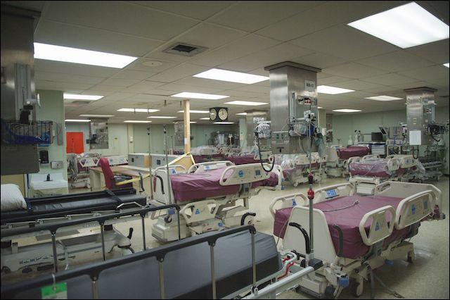 Ce grand espace a une capacité de 120 lits où les patients sont surveillés de façons non médicalisées pour des pathologies ne représentant pas de gravité. Combien de lits y a-t-il en tout sur le navire ?
