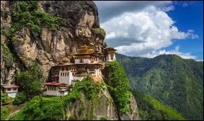 Je suis connue pour mes sites bouddhistes et pour être le siège du gouvernement.