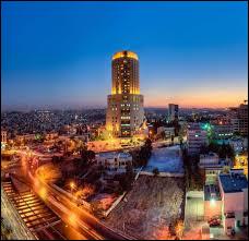 Quelle est cette ville moderne de Jordanie, aux nombreuses ruines antiques ?