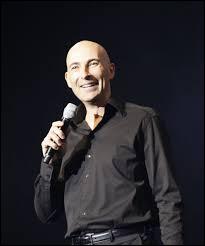 Qui est ce très talentueux humoriste-imitateur à la radio et à la télévision, ayant notamment participé aux « Guignols de l'info. » et à l'émission de Michel Drucker« Vivement dimanche prochain » ?