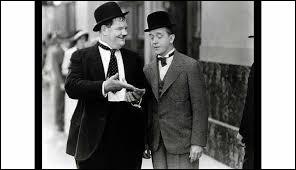 Quel est le nom de ce duo comique constitué en 1927, dont la carrière a duré près de 25 ans et qui a joué dans plus de 100 films, atteignant une notoriété telle, qu'il reste sans doute à ce jour le tandem le plus célèbre de toute l'histoire du cinéma ?