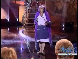 Quel humoriste originaire de Tunisie s'est rendu célèbre en créant et en interprétant un personnage féminin ?