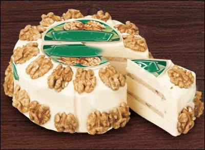 Quel est ce fromage aux noix qui alterne des couches crémeuses et des couches croquantes d'éclats de noix ?