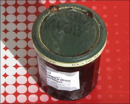 Quel est ce condiment élaboré avec des noix communes vertes macérées dans du vinaigre d'alcool ?