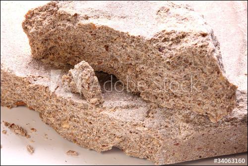 Quel est le résidu solide provenant de l'extraction de l'huile des graines de noix, utilisé pour l'alimentation animale ?