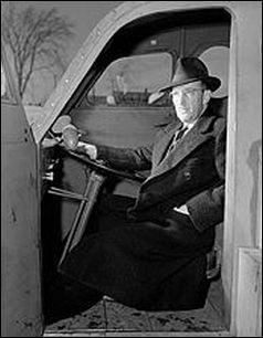 Joseph-Armand Bombardier est un inventeur canadien qui a donné la fameuse société Bombardier. Mais qu'a-t-il inventé dans les années 50 ?