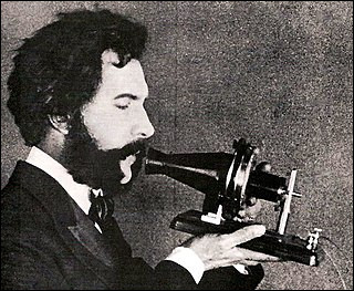 Cet appareil de téléphone a été inventé par quel chercheur ?