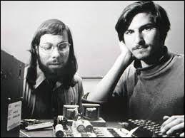 Ces deux bricoleurs de génie vont inventer, dans le fond de leur garage, un outil bien utile de nos jours. C'est...