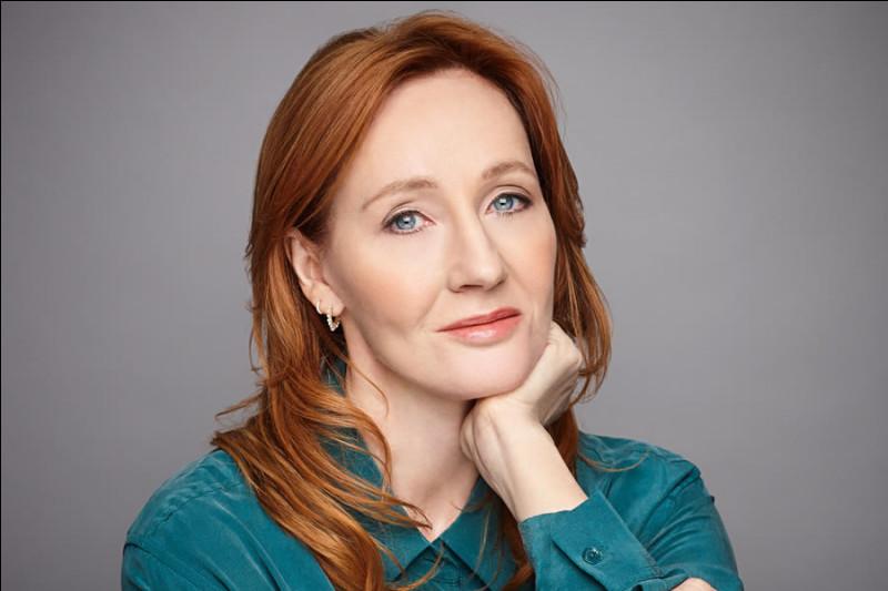 """Cette romancière et scénariste anglaise, célèbre pour être l'auteur de la série """"Harry Potter"""", se prénomme ..."""