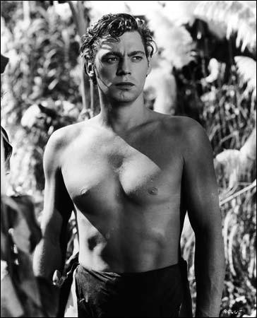 Ce nageur américain, cinq fois médaillé d'or aux Jeux olympiques et longtemps recordman du 100 m nage libre, acteur de cinéma, célèbre pour avoir incarné le personnage de Tarzan, c'est ...