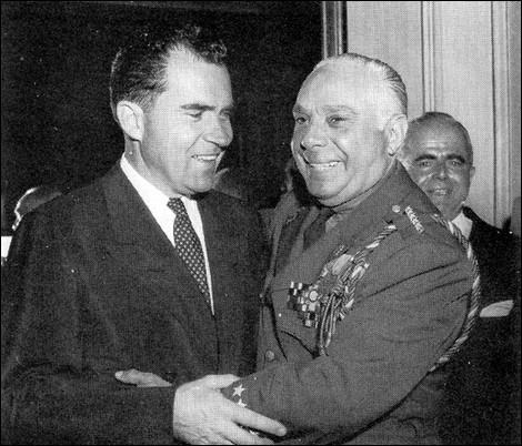 Quel ex-président de la République dominicaine entre 1942 et 1952, a instauré une dictature tyrannique dans son pays et a même renommé la capitale à son nom ?