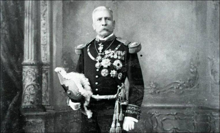 Quel militaire mexicain a gouverné sans partage son pays pendant 34 ans, jusqu'à la révolution mexicaine de 1910 ?