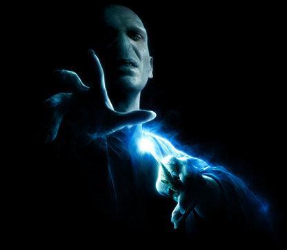 Il est passionné par la magie noire, il veut controlé le monde :