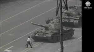 Quel écrivain, poète et musicien chinois né le 16 juin 1958 à Yanting dans le Sichuan, a été emprisonné de 1990 à 1994, après avoir dénoncé la répression des manifestations de la place Tian'anmen de 1989 ?