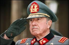 Quel écrivain chilien qui soutenait le gouvernement de Salvador Allende au début des années 1970 a été emprisonné par la dictature du général Augusto Pinochet ? Il séjourna deux ans et demi à Temuco, au sein d'une prison pour opposants politiques.