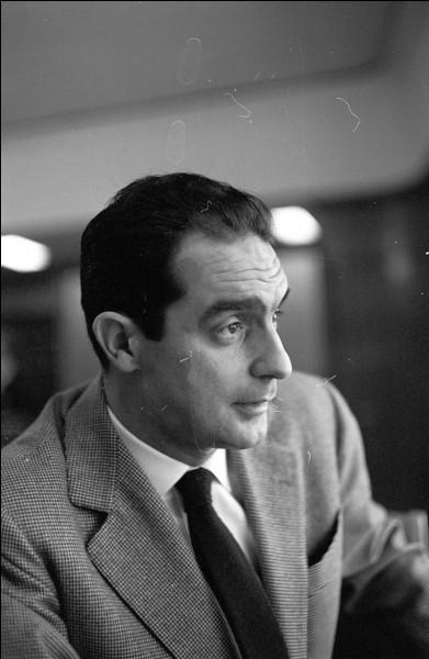 """Ecrivain, partisan, fabuliste, membre de l'OuLiPo, parmi les personnalités les plus importantes du panorama italien et international, je me fais connaître pour """"Le Sentier des nids d'araignées"""", """"Le chevalier inexistant"""" et mes """"Leçons américaines"""". Qui suis-je ?"""