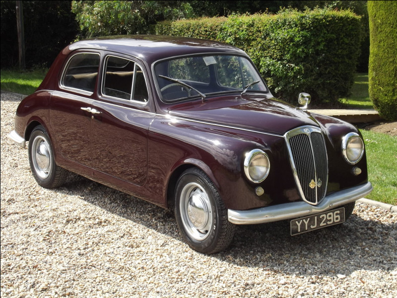 Cette petite berline italienne à portes antagonistes a eu du mal à s'imposer face à ses concurrentes de chez Fiat ou Alfa Romeo :
