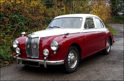 Cette berline britannique au tempérament dynamique a une cousine du côté de chez Wolseley. Quelle est cette voiture d'une marque davantage connu pour ses roadsters ?