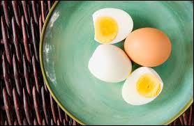 Les œufs durs sont une bonne idée de collation qui font partiE ...