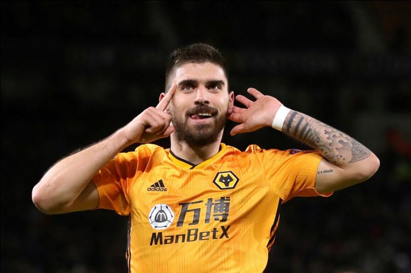 Qui a marqué 15 but avec les Wolves, dont 12 en dehors de la surface de réparation ?