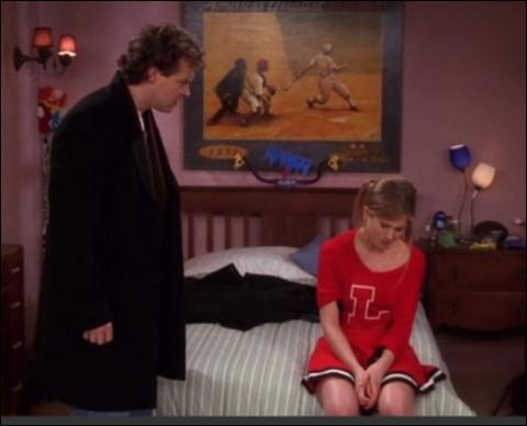 Que veut faire Monica de la chambre vide de Rachel ?