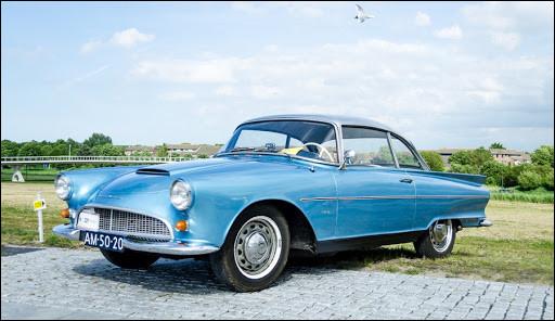 Ce joli coupé allemand fut clairement inspiré par la Ford Thunderbird… seulement pour l'esthétique. Saurez-vous trouver son identité ?