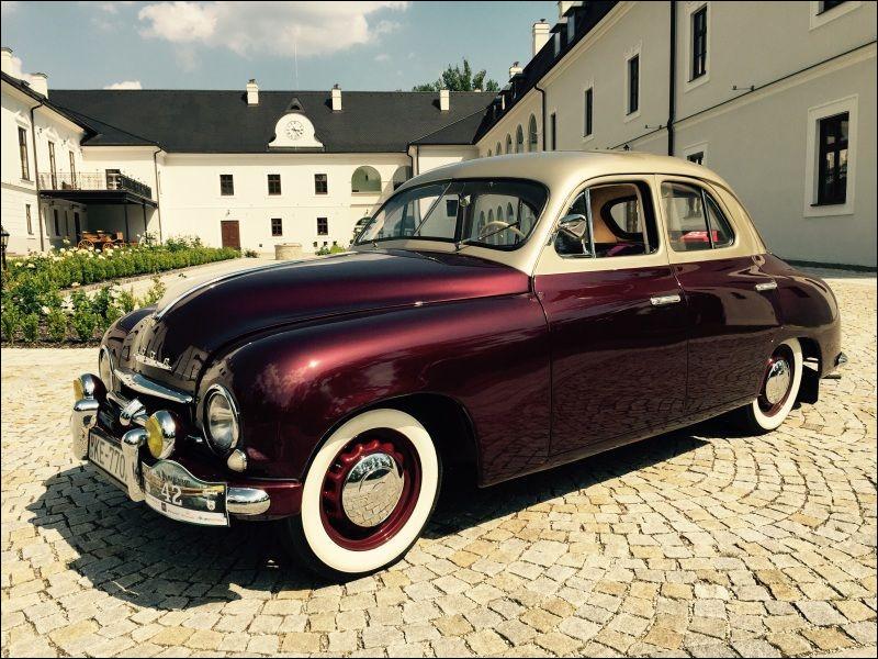 """La marque qui fabrique ce modèle était réputée pour faire """"les meilleures voitures de l'Est"""". Du coup, ça ne nous dit toujours pas ce que c'est comme voiture :"""