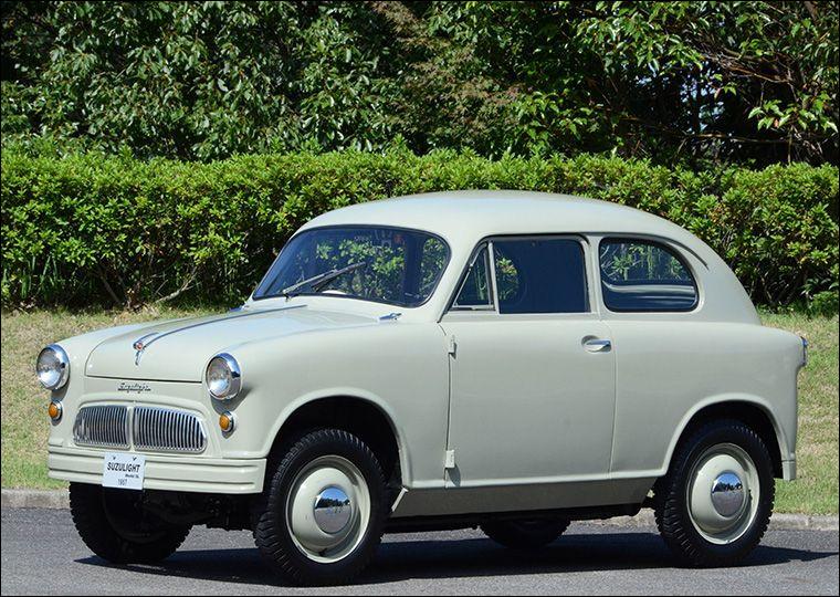 Cette petite traction avant est la première automobile de sa marque. Quelle est cette voiture ?