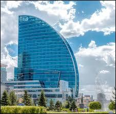 Dernière question sur la Mongolie : quelle est la hauteur du Blue Sky Tower, immeuble situé à Oulan-Bator et ressemblant à une voile de bateau ?