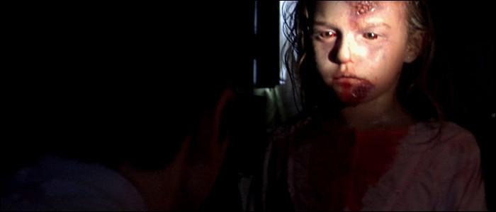 Dans quel film espagnol peut-on voir un virus démoniaque prendre possession d'êtres humains dans un immeuble en quarantaine ?