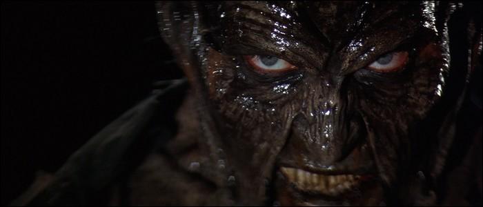 Quelle créature semble être le «Jeepers Creepers» au début du film ?