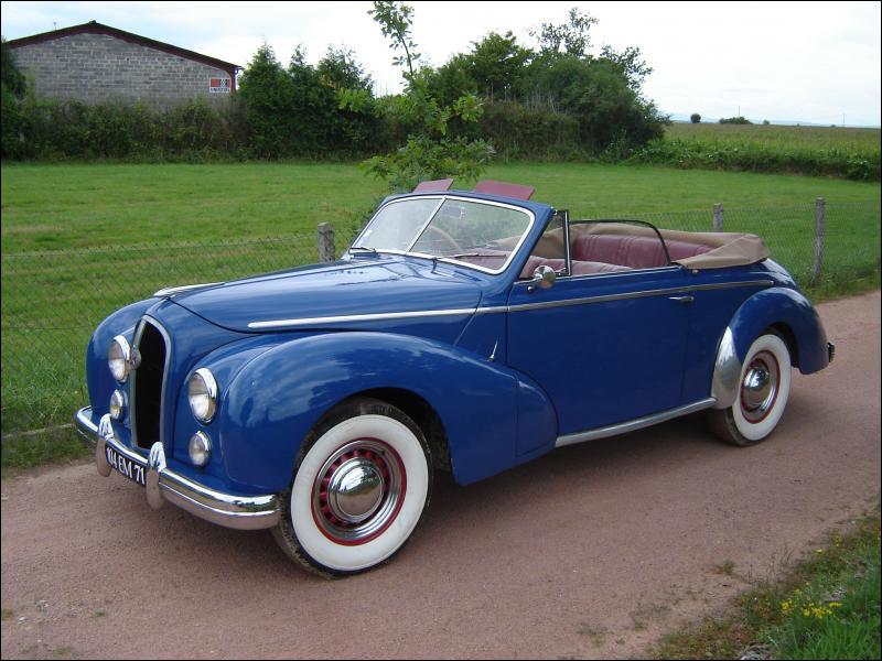 Ce luxueux cabriolet carrossé par Chapron fut la dernière voiture présentée et commercialisée par son constructeur avant sa disparition pure et simple. Quelle est cette voiture ?
